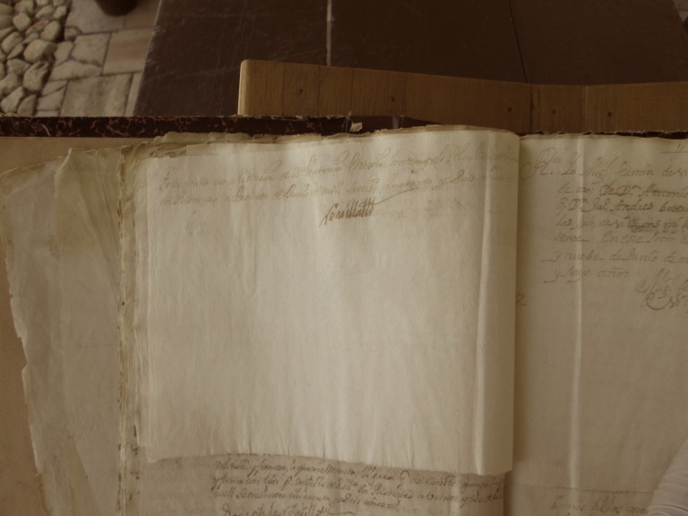 [Folio 23v] Presentado con petición de doña Antonia Mejía, ante mí el alcalde ordinario en Rionegro a treinta de junio de mil setecientos cuarenta y seis años. / Rivillas